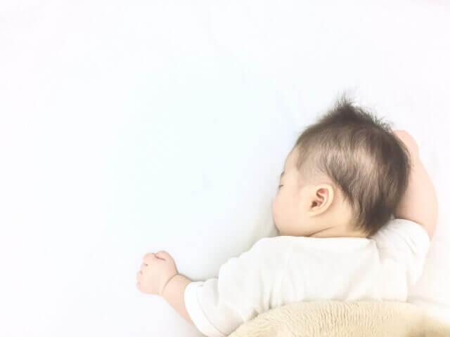 寝る赤ちゃん